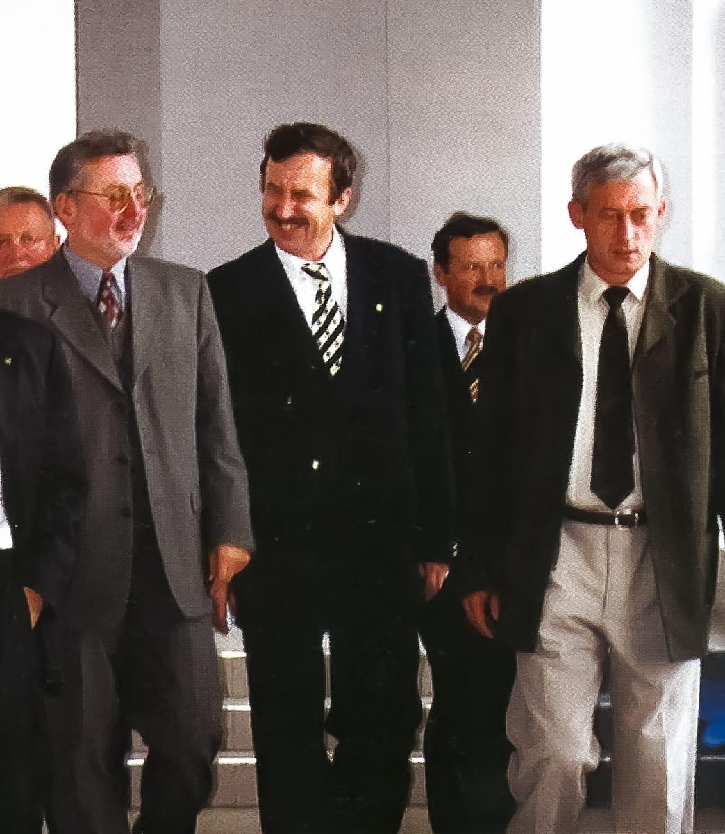 1999 L4 - 1-2