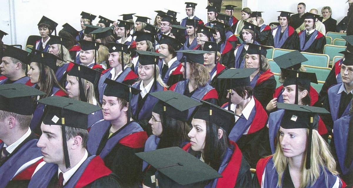 WSZiAwZ 10lat 08 2005 graduacja (dolne zdj)