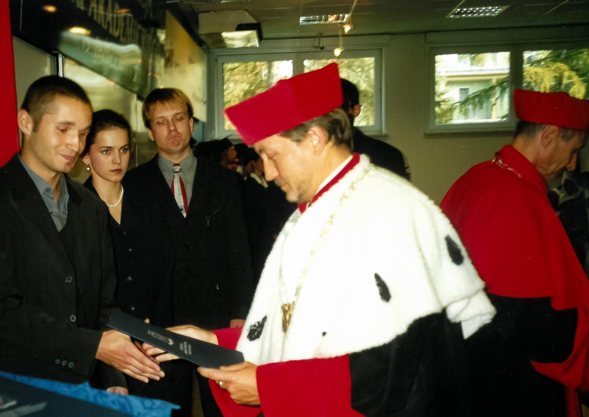 2001 R - 10